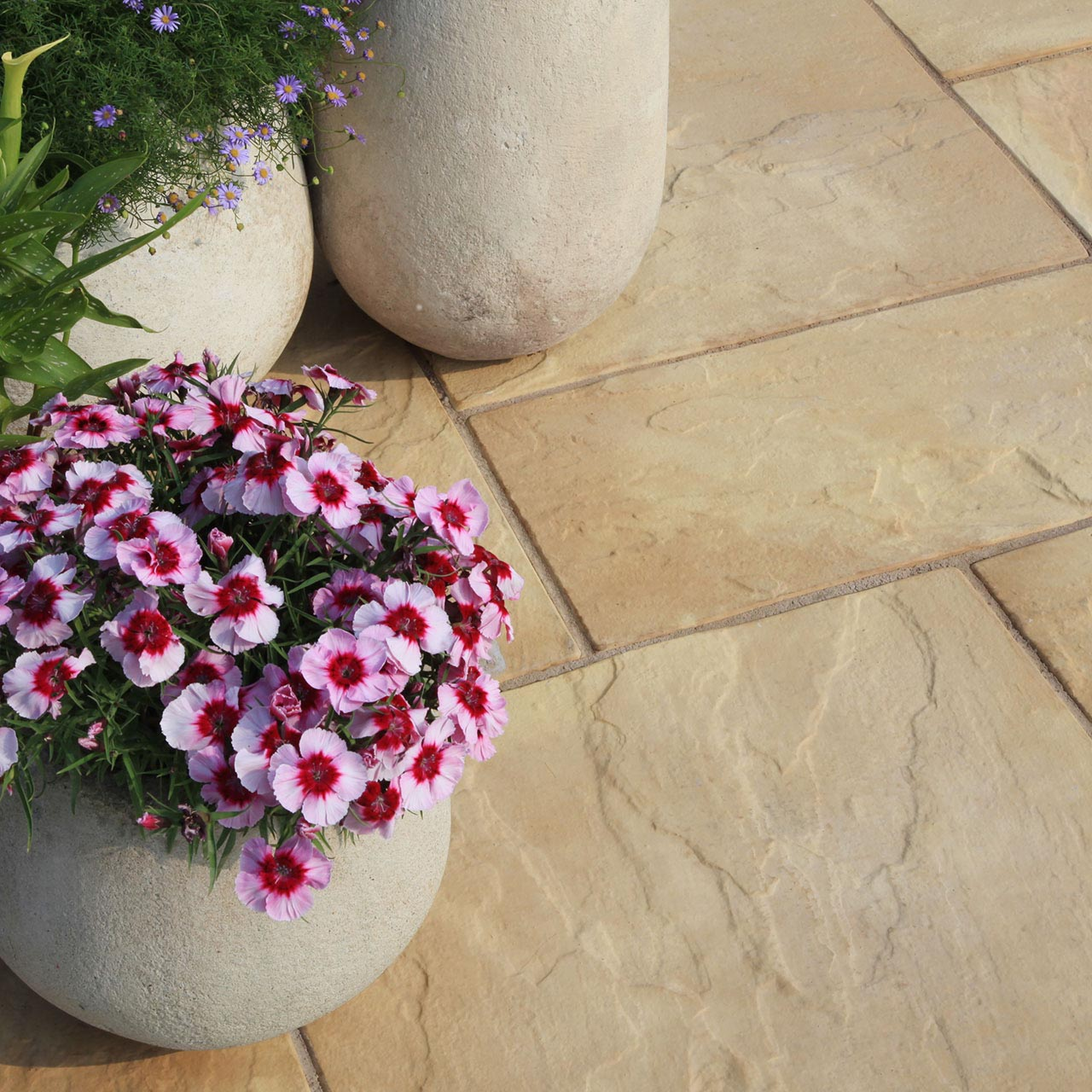 Bourton Riven Paving 3 Size Project Pack 5m² Buff image 2
