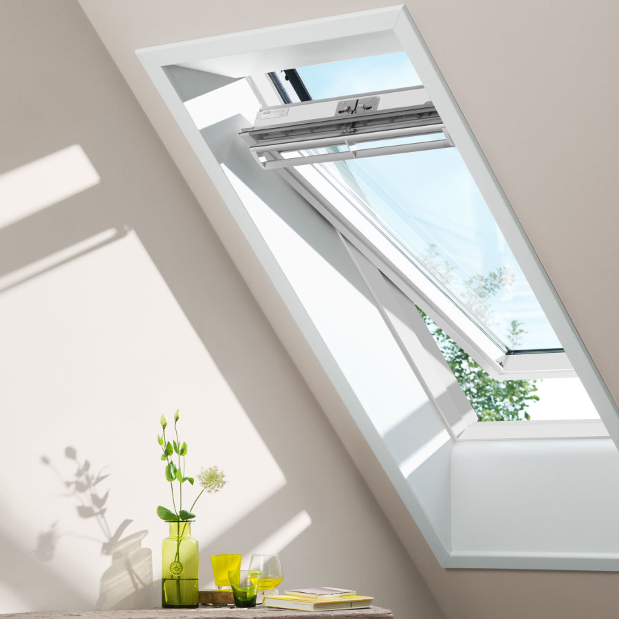 VELUX 550mm x 980mm White Painted Finish Centre Pivot Roof Window GGL CK04 2070 image 1