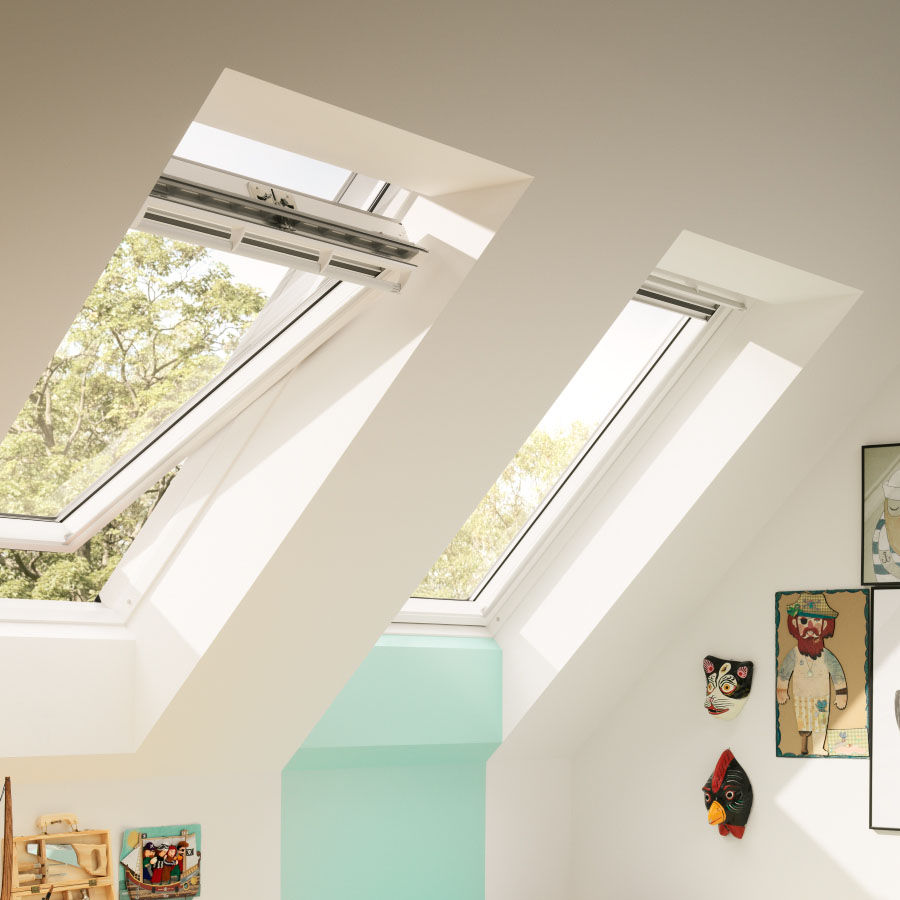 VELUX 550mm x 980mm White Painted Finish Centre Pivot Roof Window GGL CK04 2070 image 8